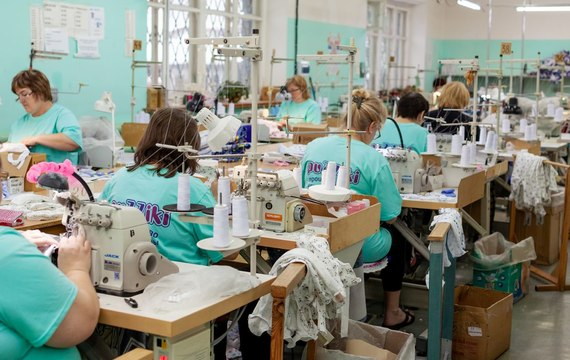 Фото из цеха швейного производства «PuZZiki» 1